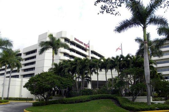 Embassy Suites by Hilton Boca Raton: Vue extérieure de l'hôtel