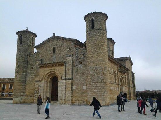 Iglesia de San Martin de Fromista : La parte delantera o frontal de la Iglesia.