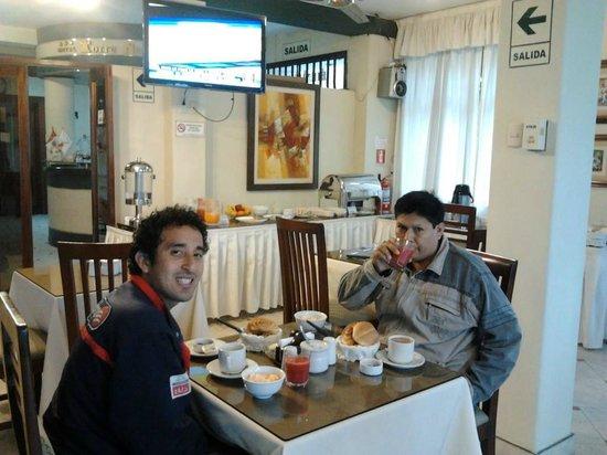 Hotel Torre Norte: Desayunando con mi amigo Frank.