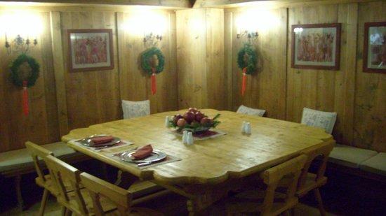 Faloria Mountain Spa Resort: una sala del ristorante