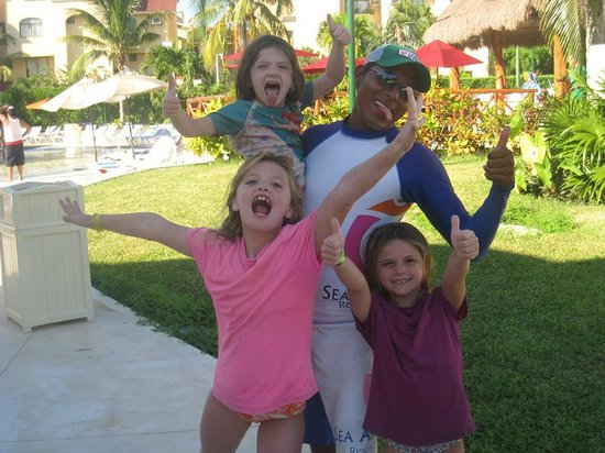 All Ritmo Cancun Resort & Waterpark : Hanging with the girls
