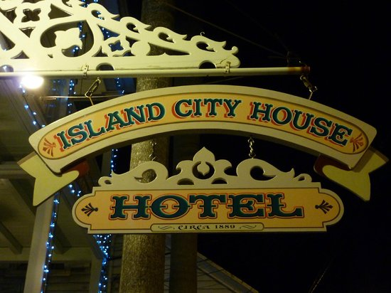 Island City House Hotel : Sign