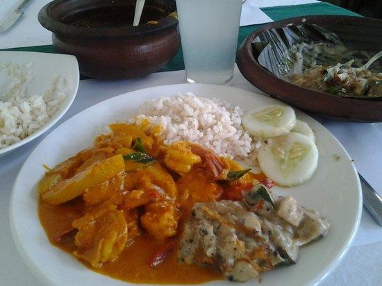 Oceanos Restaurant: Fish and mango with mushroom in coconut