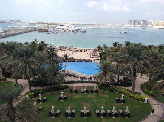Le Meridien Mina Seyahi Beach Resort and Marina : Vista do quarto