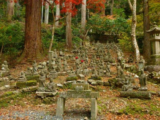 Hokoji Temple: Individual, uniquely carved statues
