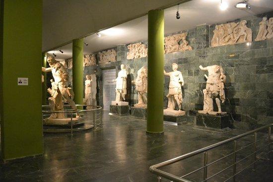 Romeinse beelden uit Perge - Picture of Antalya Muzesi ...