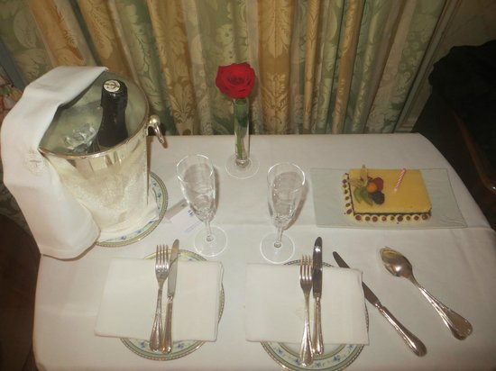 Hotel Ritz, Madrid: Room service at the Hotel Ritz