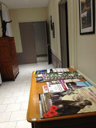 Noir Lion: Le hall d'entrée avec brochures de la région