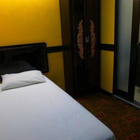 Le Peranakan Hotel: single room
