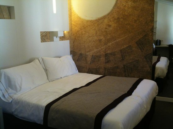 Hotel Abruzzi: Comfortable large bedroom