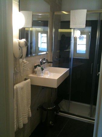 Hotel Abruzzi: Beautifully furnished bathroom