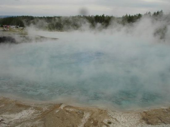 Yellowstone Lake: Steaming waters