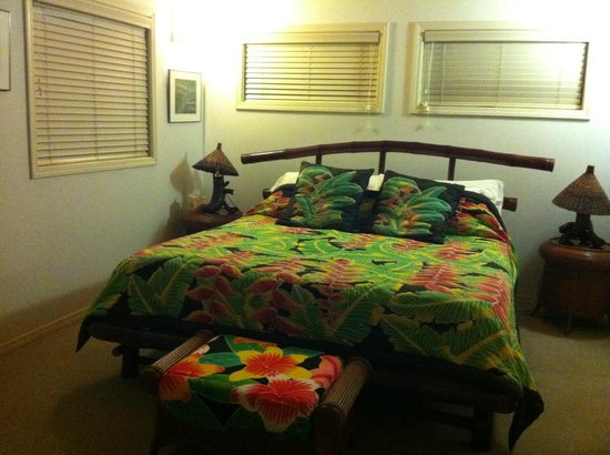 Hale Hualalai Bed and Breakfast: Comfortable King Bed