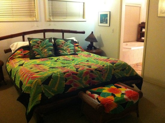 Hale Hualalai Bed and Breakfast: Bedroom with King Bed