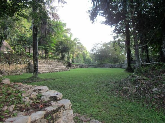 Pook's Hill Lodge: Mayan courtyard view at Pook's Hill