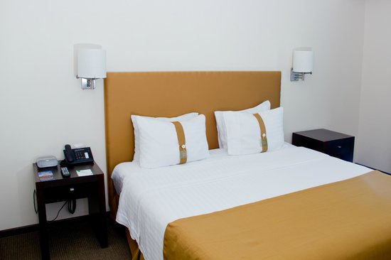 Holiday Inn Uruapan : King Size Bed