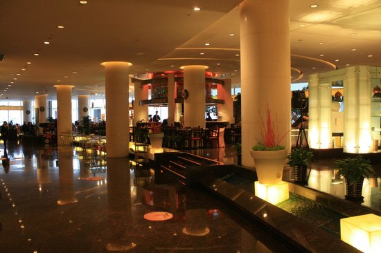 Le Royal Meridien Shanghai: Buffet area and lounge