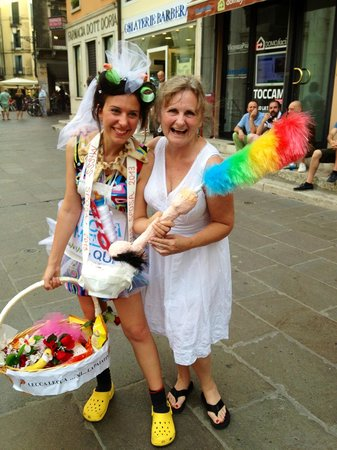 Piazza dei Signori: Bride to Be Whackiness