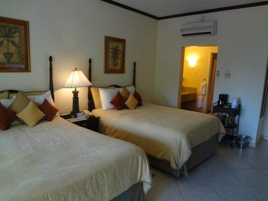 Coyaba Beach Resort: Inside Room