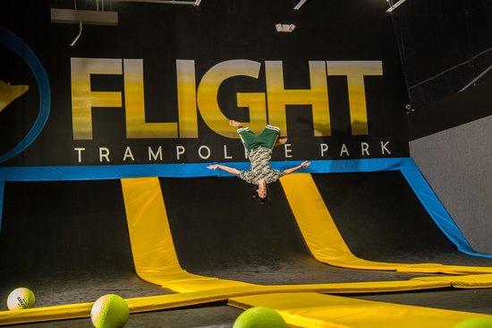 Flight Trampoline Park: Flips at Flight