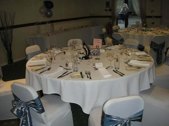 Larkfield Priory Hotel: Beautifully Decorated Banquet Tables