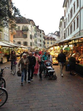 Four Points by Sheraton Bolzano: Open Air Market at Plaza