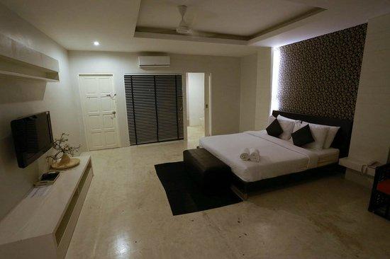 Surintra: room