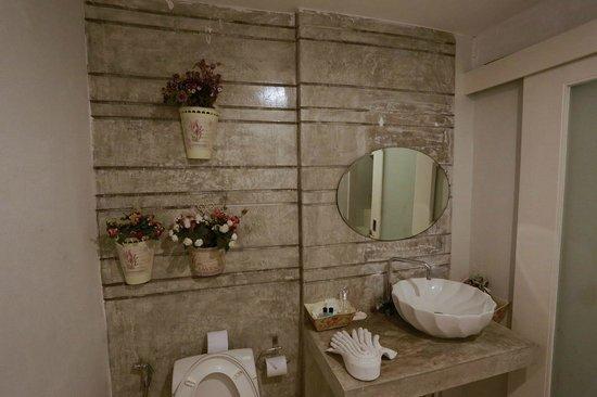 Surintra: toilet