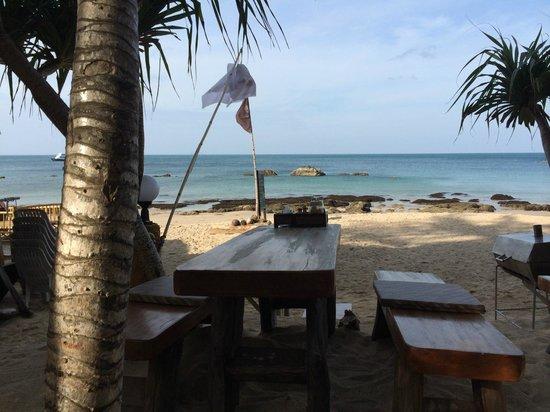 Lanta Miami Bungalows: Breakfast on the beach