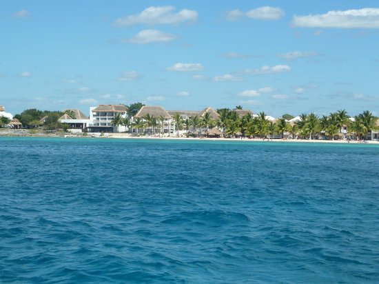 Sunscape Sabor Cozumel: view of beach from boat