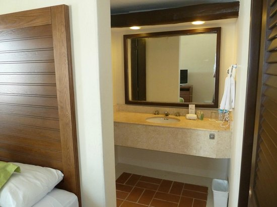 Sunscape Sabor Cozumel: bathroom