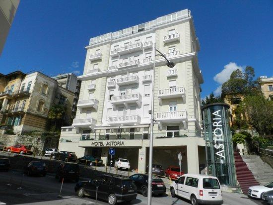 Hotel astoria bild von hotel astoria by ohm group for Design hotel kroatien