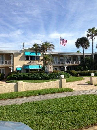 Camelot by the Sea: hotel front