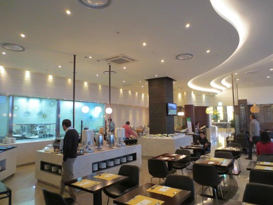 Lotte City Hotel Gimpo Airport: Dining/Buffet Breakfast, Expensive