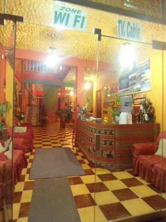 Olas del titicaca : Recepción desde la puerta