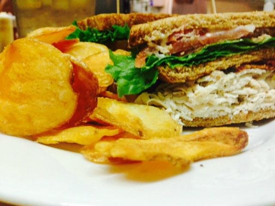 The Seven Barrel Brewery : Turkey Club with house made brew chips