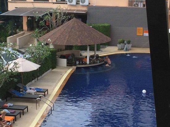 Srisuksant Resort: Great pool bar