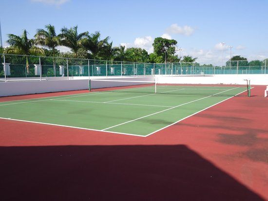 Grand Sunset Princess All Suites Resort : the tennis court