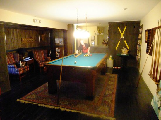 Inn at Mount Snow: Pool table