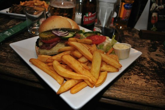Cafe 'T Gasthuys: Great burger here
