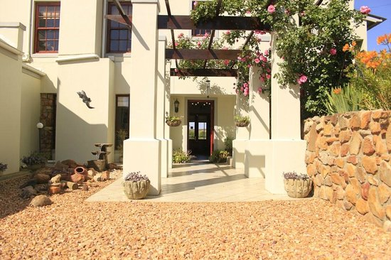 Peace Valley Guesthouse: Front entrance to reception area