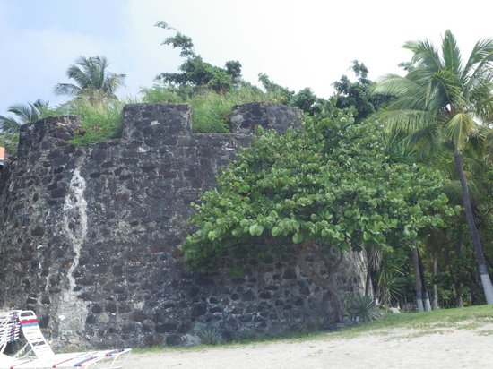 Fort Recovery Beachfront Villa & Suites Hotel: Remains of Ft Recovery
