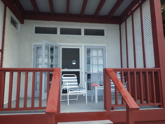 Fort Recovery Beachfront Villa & Suites Hotel: Porch area