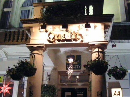 Quality Crown Hyde Park: Façade de l'hôtel