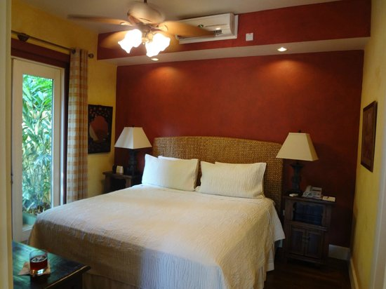 Hermosa Cove - Jamaica's Villa Hotel : Bedroom of Coconut Suite