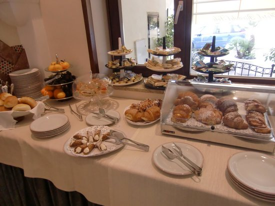 Hotel Riva Del Sole: breakfast buffet