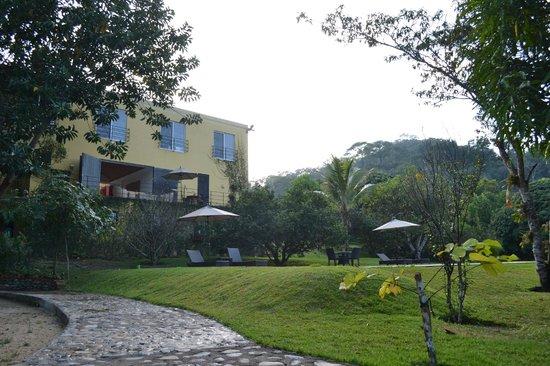 Villa Azalea - Luxury B&B: Villa Azalea, vista desde el río