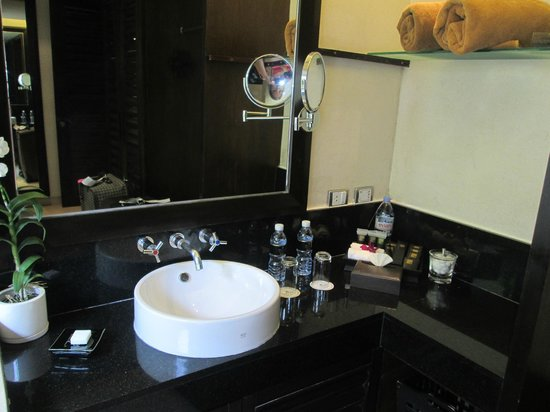 Impiana Resort Patong Phuket : Bathroom