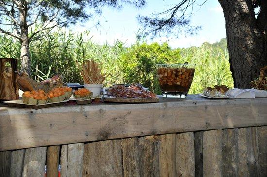 Domaine La Tourraque : Buffet et Sangria