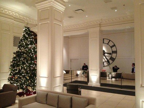 Ambassador Chicago : Christmas at The Public